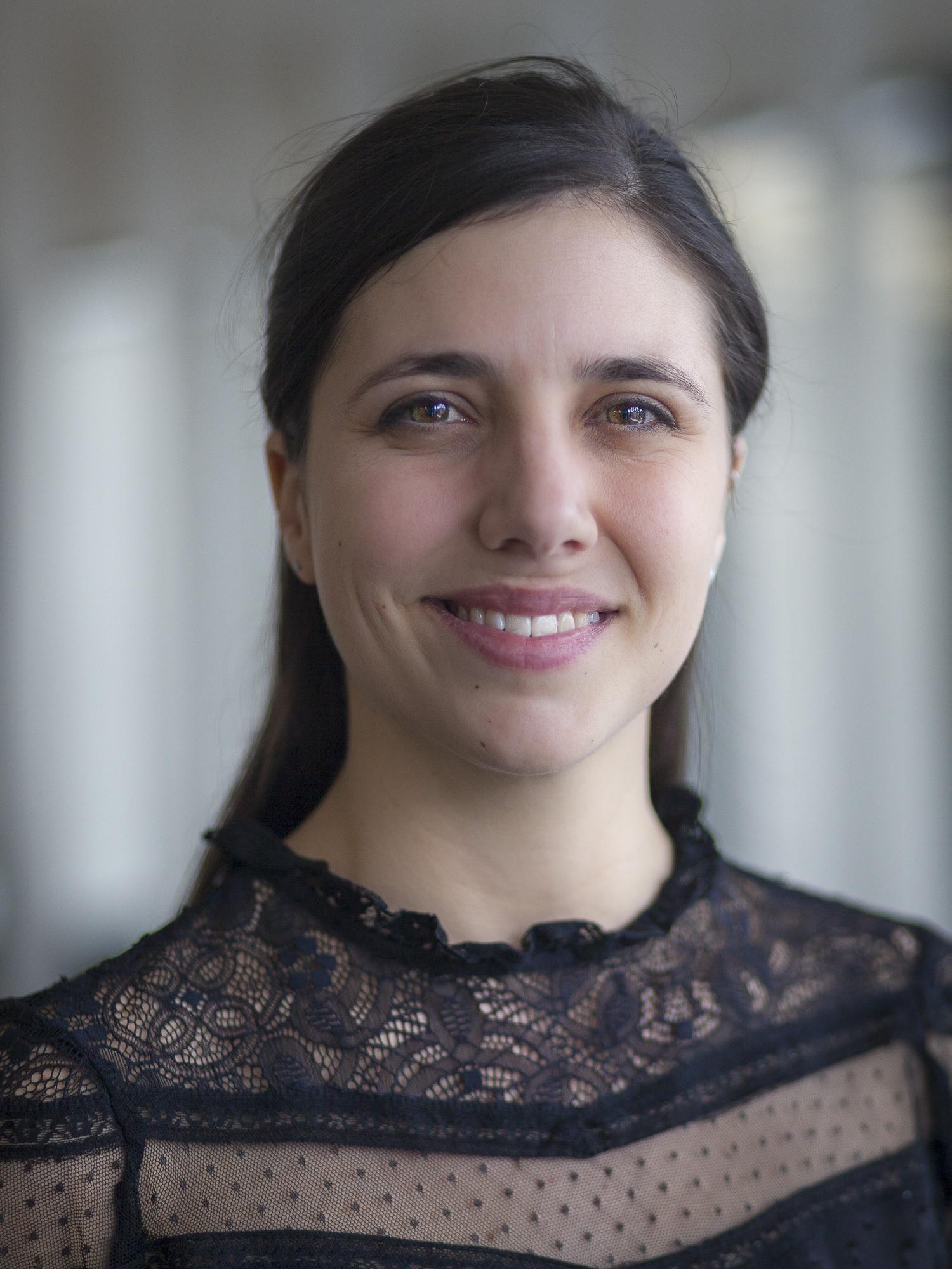 Portrait de Claire, première salariée Arcéos en tant qu'assistante d'accueil